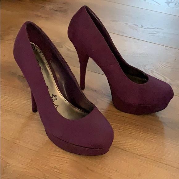 Shoes - Purple heels